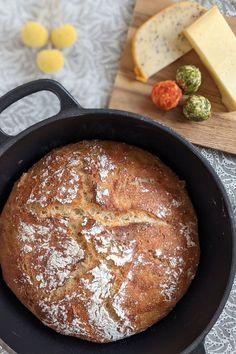Buttermilch Brot Rezept: Brot selber backen ist mit diesem Brot Rezept einfach. Das Brot im Topf ist unheimlich kross und lecker. Das Buttermilchbrot wir mit Dinkel- und Weizenmehl gebacken.