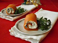 Gli involtini di salmone con formaggio rucola e noci sono molto facili e veloci da realizzare, sono molto gustosi e adatti alla tavola delle feste.