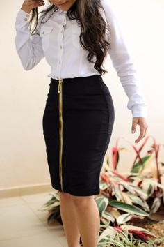 Saia Titanium Zíper in 2020 Curvy Girl Outfits, Casual Work Outfits, Professional Outfits, Chic Outfits, Casual Dresses, Fashion Outfits, Fashion Fashion, A Line Skirt Outfits, Latest African Fashion Dresses