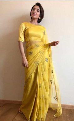 Trendy Sarees, Stylish Sarees, Fancy Sarees, Simple Sarees, Dress Indian Style, Indian Fashion Dresses, Saree Fashion, Designer Indian Dresses, Designer Sarees