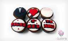 Nada mejor que disfrutar esos momentos de felicidad con unos deliciosos #cupcakes personalizados. Pedidos: lagusteriaperu@gmail.com