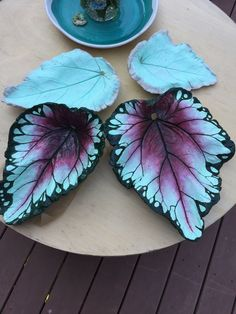 Discover thousands of images about Begonia Cement Art, Concrete Crafts, Concrete Art, Concrete Projects, Concrete Garden, Clay Projects, Painting Concrete, Diy Clay, Clay Crafts