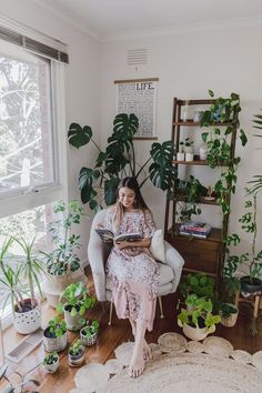 Bedroom Plants, Room Decor Bedroom, Living Room Decor, Reading At Home, Reading Nook, House Plants Decor, Plant Decor, Bedroom Corner, Decoration Plante