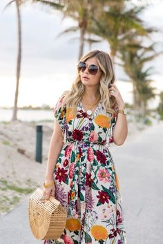 Photo September 13 2019 at womens fashion style hats shoes minimal simple dress ootd summer comfortable for her ideas tips street Beautiful Maxi Dresses, Pretty Dresses, Beautiful Outfits, Inverted Triangle Fashion, Curvy Fashion Summer, Cute Beach Outfits, Everyday Casual Outfits, Tropical Outfit, Christian Clothing