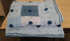 Detalhe Mantinha de menino - 88 squares. Medida aproximada 85cm X 110cm ( Parceria Mary, Cecília e Regina)