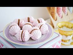 Como Hacer MERENGUES: Francés, Suizo, Italiano ☆ Recetas - Usos - Diferencias || Tan Dulce - YouTube Frosting Recipes, Cake Recipes, Dessert Recipes, Sweet Desserts, Sweet Recipes, Colombian Food, Fondant Icing, Pavlova, Fun Cooking