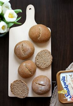 bułeczki grahamki na zakwasie   Smakowity Chleb Graham, Muffin, Food And Drink, Lunch, Bread, Baking, Breakfast, Thermomix, Morning Coffee