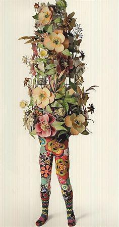 Nick Cave, Soundsuits (1 de 2 ) Il fait des sculptures genre armures avec des objets, matériaux hétéroclites mais thématiques ou à tout le moins qui se parlent entre eux ds une même oeuvre. Ca doit être fracassant de les voir en expo.  Il est avec la Jack Shainman ds Chealsea qu'on a visité au printemps!