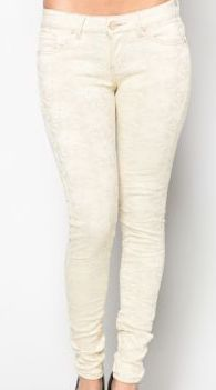 Blonde jeans med rynke effekt via SBYS COLLECTION. Click on the image to see more!