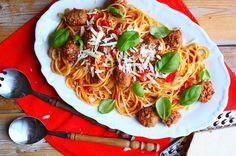 Deze spaghetti met balletjes is zowel kind- als budgetvriendelijk. Bekijk hier het recept.