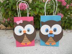 Owl Candy Bags, decorados a mano con card stock, perfectos para usar como Favor Bag en tus fiestas de cumpleanos con este tema. Para mas informacion visitenos en  https://www.facebook.com/mariscrafting