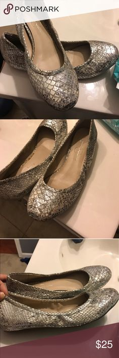 Jessica Simpson flats Perfect condition. ballet style for comfort. Very sexy and casual. Hit me up with questions or pictures Jessica Simpson Shoes Flats & Loafers
