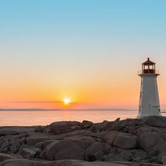 Beautiful sunset at Peggy's Cove lighthouse. This famous lighthouse in Nova Scotia was once put on a Canada stamp! Nova Scotia Travel, Famous Lighthouses, Backpacking Canada, Canadian Travel, Canadian Rockies, Canada Holiday, Lighthouse Pictures, Ocean Photography, Photography Ideas