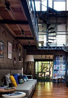 An interesting loft with some colorful elements to spice it up!
