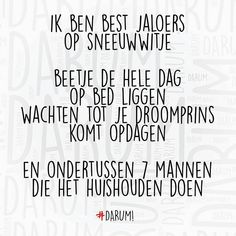 #darum #goedemorgen #sneeuwwitje TAG JE VRIENDEN Funny Weekend Quotes, Funny Quotes, Words Quotes, Wise Words, Sayings, Bujo, Family Guy Quotes, Dutch Quotes, Grumpy Cat Humor