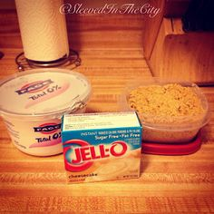Sleeved in the City: Weight Watcher's Faux Cheesecake 1 tub of Fage Plain Greek yogurt 1 small box of Sugar-Free Jell-O pudding* Graham Cracker crumbs tbsp per serving) Slowly add jello to yogurt a little at a time. Sprinkle with graham cracker crumbs Weight Watcher Desserts, Weight Watchers Meals, Weight Watchers Cheesecake, Ww Desserts, Dessert Recipes, Cake Recipes, Healthy Desserts, Healthy Recipes, Healthy Cheesecake