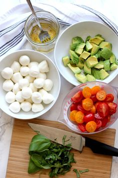 This tomato mozzarella avocado salad is an easy summer salad that comes together in minutes. It's a fresh, colorful summer salad that everyone will enjoy. The perfect side dish for a summer get together with family and friends. Salad Recipes For Dinner, Chicken Salad Recipes, Healthy Salad Recipes, Game Salad, Easy Summer Salads, Avocado Salat, Tomato Mozzarella, Game Day Food, Easy Healthy Dinners