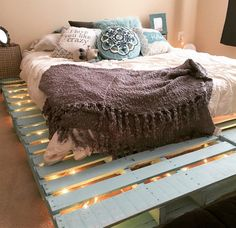 creative-pallet bed frame-design-ideas-wooden-pallet-project-plans-and-tips