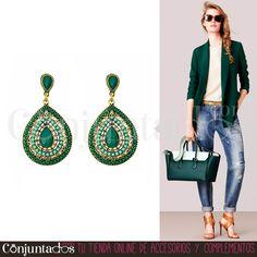 Los #pendientes Vera, con su estilo hippie y boho, sientan fenomenal con jeans y prendas casual ★ Precio: 11,95 € en http://www.conjuntados.com/es/pendientes-dorados-vera-con-piedras-verdes.html ★ #novedades #pendientes #earrings #conjuntados #conjuntada #joyitas #jewelry #bisutería #bijoux #accesorios #complementos #outfit #moda #fashion #outfit #estilo #style #GustosParaTodas #ParaTodosLosGustos