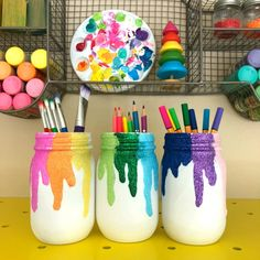 Learn how to make your own DIY Glitter Mason Jars. This mason jar craft is perfect for adding storage to a desktop, art room or classroom. Use the mason jars to hold art supplies, flowers and more. Diy Glitter, Glitter Mason Jars, Mason Jar Crafts, Mason Jar Diy, Mason Jar Tumbler, Small Mason Jars, Diy And Crafts Sewing, Crafts To Sell, Diy Crafts