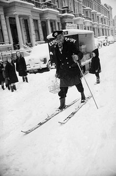 London in winter.the famous big freeze when thick snow stayed until Easter. London Snow, London Winter, Vintage Pictures, Old Pictures, Old Photos, Winter Pictures, London History, British History, Uk History