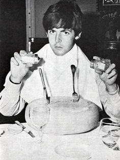 Paul McCartney eating cheese | Rare and beautiful celebrity photos #Expo2015 #Milan #WorldsFair