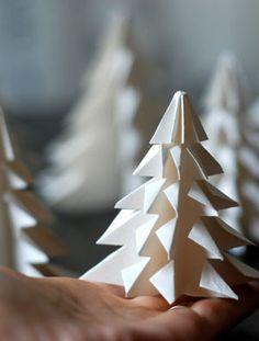 Handmade Christmas Tree, Christmas Origami, Noel Christmas, All Things Christmas, Winter Christmas, Christmas Ornaments, Decoracion Navidad Diy, Diy Adornos, Paper Christmas Decorations