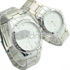 Quadro branco de mesa redonda com dois relógios de diamante