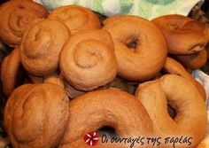 Soft moustokouloura (grape must cookies) Recipe by Cookpad Greece Greek Pastries, Bread And Pastries, Greek Desserts, Greek Recipes, Greek Cookies, Cookie Recipes, Dessert Recipes, Pizza And More, Pastry Cake