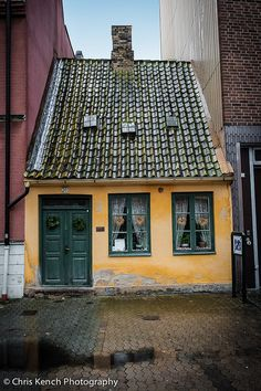 "Ebbas Hus - Malmo, Sweden Doesn't this resemble the house on the adorable movie ""Up"" Again I Must make it to Malmö Beautiful Buildings, Beautiful Homes, Beautiful Places, Cute House, Tiny House, Sweden Travel, Italy Travel, Little Houses, Old Houses"