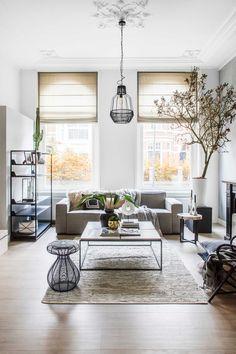 Klaas Hogeweg is altijd bezig met het mooier maken van interieurs. Zowel professioneel als thuis in zijn eigen woning in Den Bosch. Zijn kleine appartement pakte hij groots aan.