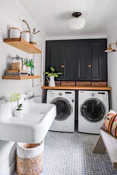 White Laundry Rooms, Farmhouse Laundry Room, Small Laundry, Basement Laundry, Laundry Room Organization, Laundry Room Design, Laundry Decor, Laundry Basket, Storage Organization