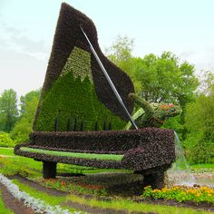 'Hamamatsu' ... Turtle Music ... - photo by Andre Vandal (AV Dezign), via Flickr; at the 2013 Mosaïcultures Internationales Competition at Montreal's Botanical Garden, Quebec, Canada