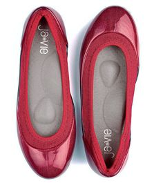 When in doubt, wear red! True Red Flats from Ja-Vie // #comfy #flats #redflats #style