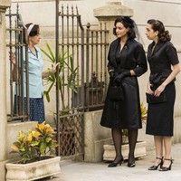 Filomena e Clarice procuram vaga na pensão de Camélia