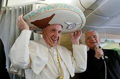 Na de historische ontmoeting met de Russische patriarch Kirill op het vliegveld van Cuba vrijdagavond, reist paus Franciscus meteen door naar Mexico voor een meerdaags bezoek. Bij zijn eerste bezoek aan het Latijns-Amerikaanse land staan drugsgeweld en het migratieprobleem centraal. Daarnaast wil de 79-jarige paus met een bezoek aan de verarmde zuidoostelijke regio Chiapas een daad stellen tegen sociale uitsluiting.