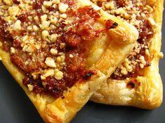 Pastry mini-tart with sausage, barbecue sauce and hazelnut / Μίνι ταρτάκια με λουκάνικο, μπάρμπεκιου σος και φουντούκι