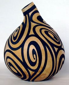 technically not wood, but it is a cellulose material that hardens and looks very much like wood Ceramic Pottery, Pottery Art, Ceramic Art, Decorative Gourds, Hand Painted Gourds, Bottle Art, Bottle Crafts, Gourds Birdhouse, Creation Deco