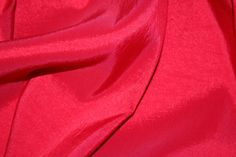 Chic Crushed Taffeta. 147cm Wide. Scarlet.
