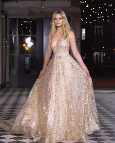 Choosing fabrics for a wedding dress is a great pleasure! Couture Collection, Bridal Collection, Silk Organza, Fashion Art, Fashion Trends, Dream Dress, Formal Dresses, Wedding Dresses, Bride