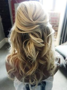 Wedding Hair Down 37 beautiful half up half down hairstyles for the modern bride - Like me, you may have fallen in love with the look of long flowy trusses, wispy wedding hairstyles for long hair, side swept or a sweetly braided hairdo. Wedding Hairstyles Half Up Half Down, Half Up Half Down Hair, Wedding Hair Down, Wedding Hairstyles For Long Hair, Wedding Hair And Makeup, Bride Hairstyles, Down Hairstyles, Hairstyle Ideas, Bridal Hair Half Up With Veil