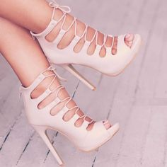 Shoes /lnemnyi/lilllyy66/ Find more inspiration here: http://weheartit.com/nemenyilili/collections/22262382-like-a-lady