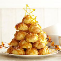 Croquembouche with Maple Cream With a shimmery sugar adornment, this pretty pyramid will elicit gasps of delight. One bite of the light, cream-filled puffs will garner even more praise. Croquembouche with Maple Cream Croquembouche, Just Desserts, Dessert Recipes, French Desserts, Sweet Desserts, Gourmet Recipes, Yummy Recipes, Delicious Desserts, Cream Puff Filling