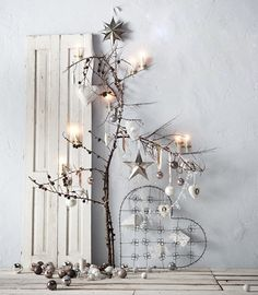Love this white Christmas vignette! Reminds me of Charlie Brown's tree but with a vintage twist.