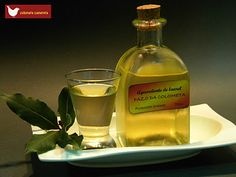 Colometa Cuinereta: Aguardiente de laurel