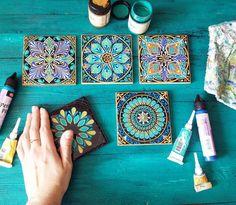 Mandala Art by Dot Art Painting, Mandala Painting, Pottery Painting, Ceramic Painting, Ceramic Art, Diy And Crafts, Arts And Crafts, Mandala Dots, Tile Art