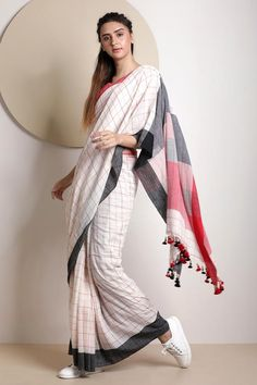 White Cotton Saree With Check Design Blouse Styles, Blouse Designs, Cotton Saree Designs, Cotton Saree Blouse, Checks Saree, Jamdani Saree, Stylish Blouse Design, White Saree, Quilling Flowers