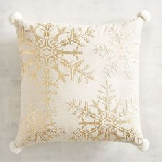 Holiday Decorating DIY: Indoor and Outdoor Silver Pillows, Gold Cushions, Scatter Cushions, Throw Pillows, Christmas Shoes, Pink Christmas, Christmas Balloons, Christmas Ideas, Xmas