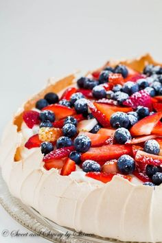 Classic Pavlova is airy, light, and absolutely divine dessert that you will be making over and over again. THE BEST! Köstliche Desserts, Delicious Desserts, Dessert Recipes, Plated Desserts, Pavlova Cake, Mini Pavlova, Gateaux Cake, Chocolates, Sweet Tooth