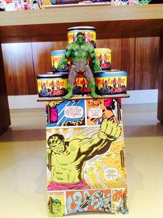 Festa infantil com o tema dos super heróis da Marvel.